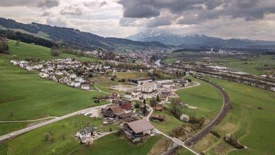 Blick ins Rontal auf die Gemeinde Honau. Im Hintergrund Gisikon und Root. (Bild: Pius Amrein (8. April 2019))