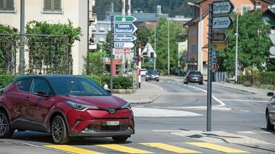 Der Verkehr rund um den Kreisel Karliplatz soll entlastet werden. (Bild: Matthias Piazza (Stans, 8. August 2019))