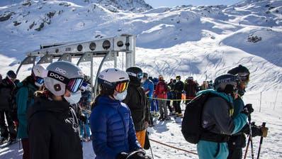 Gefährlicher Virenherd oder sicher dank Schutzkonzept? In Europa tobt ein Streit ums Skifahren (Verbier, 30. Oktober 2020). (Keystone)