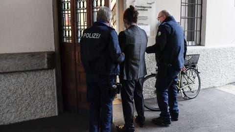 Heute steht der 21-Jährige, der seine Grossmutter enthauptet hat, vor dem Bezirksgericht Frauenfeld. (Bild: Donato Caspari)