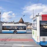 VBL-Busse unterwegs auf der Seebrücke. (Bild: Keystone/Urs Flüeler (Luzern, 4. März 2020))