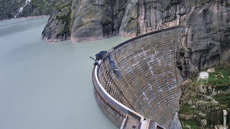 Die Grimselstaumauer soll erhöht werden, um mehr Strom produzieren zu können. Doch nun legt das Bundesgericht sein Veto ein. (Keystone)