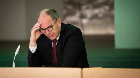 Statt an Sitzungen und Pressekonferenzen teilzunehmen, befindet sich Gesundheitschef Bruno Damann derzeit in Isolation. (Bild: Arthur Gamsa)