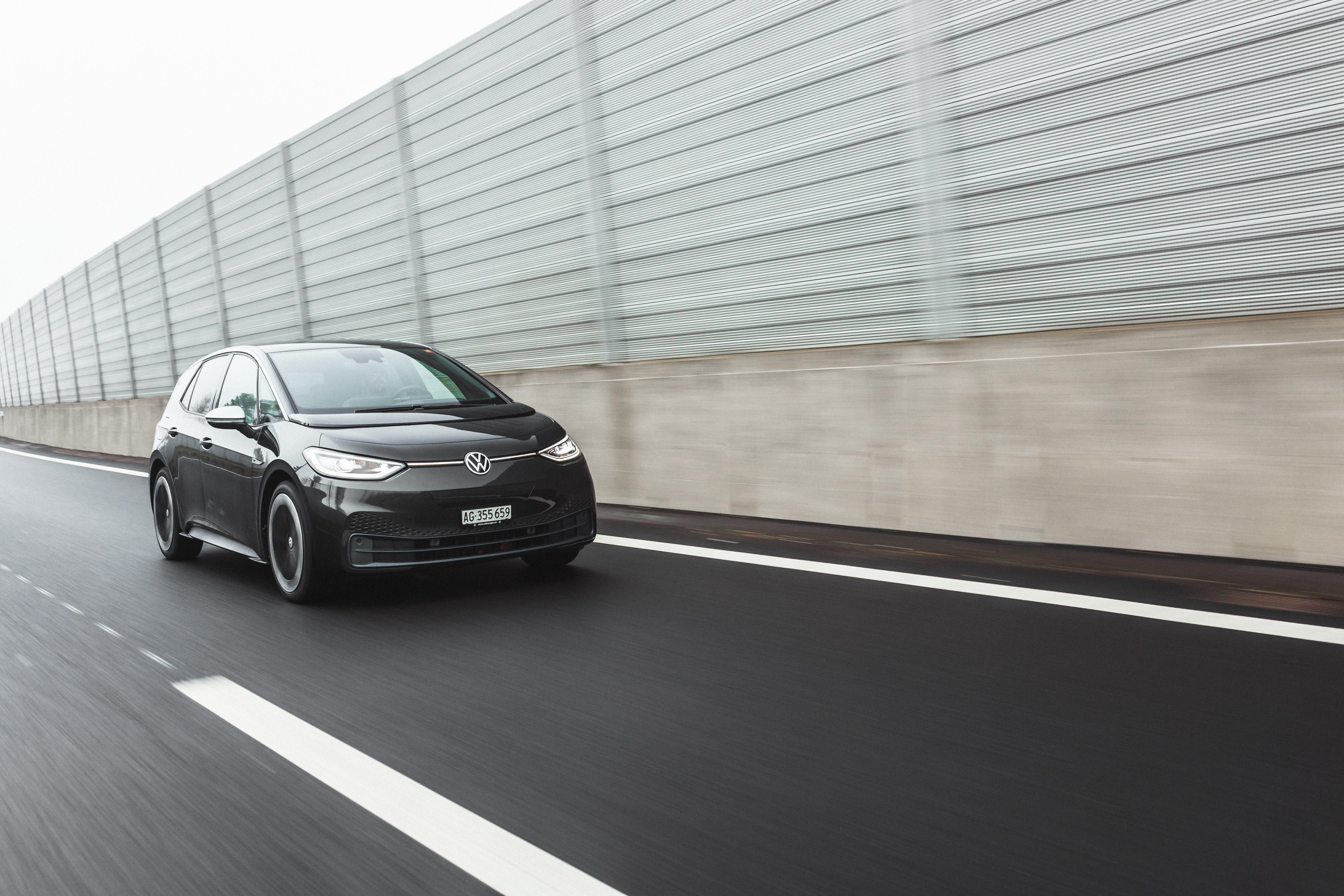 Auf der Autobahn schrumpft die Reichweite auf 200 bis 240 km.