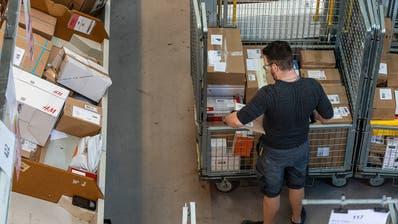 Besonders die Post und Detailhändler haben in letzter Zeit Stellen geschaffen. Sie profitieren vom Boom des Online-Handels. (Chris Iseli)