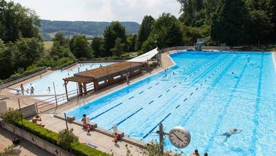 Dreimal Ja: Schwimmbad wird saniert, Schulhaus gebaut und die Steuern erhöht