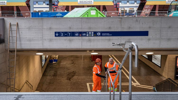 Jetzt gibts Platz unter den Gleisen des Bahnhofs Altstetten
