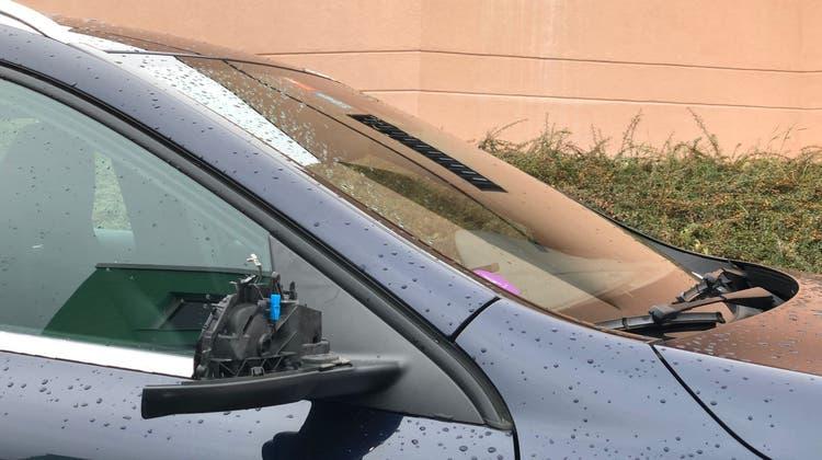 Autos und Motorrad beschädigt: Vandalen wüten in Birmensdorf