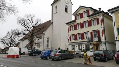 Das Restaurant Adler steht direkt neben der Kirche Wolfhalden. (Bild: David Scarano)