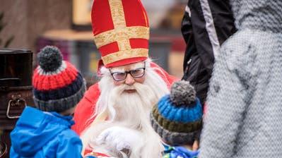 Der Samichlaus am Adventsmarkt 2018 in Weinfelden. (Bild: Reto Martin (Weinfelden, 8. Dezember 2018))
