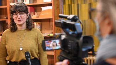 Seelsorgerin Ina Stankovic vor der Kamera für die Dreharbeiten des Adventskalenders. (Bild: Werner Mathis)