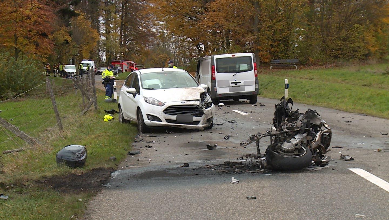 Tödlicher Unfall auf dem Hasenberg: Motorradfahrer (†59) erliegt schweren Verletzungen