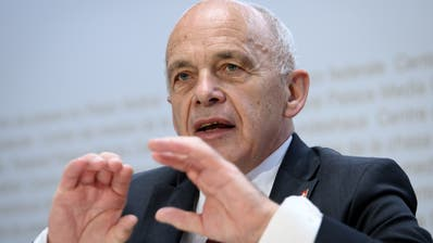 «Die Schweiz befinde sich in der schwierigsten wirtschaftlichen Situation seit 50 Jahren»: Ueli Maurer warnt vor den Folgen der Coronakrise. (Anthony Anex / Keystone)