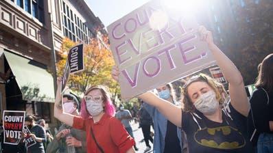 «Zählt jede Stimme!» Mit diesem Slogan ziehen Tausende Amerikaner derzeit durch die Strassen. (Keystone)