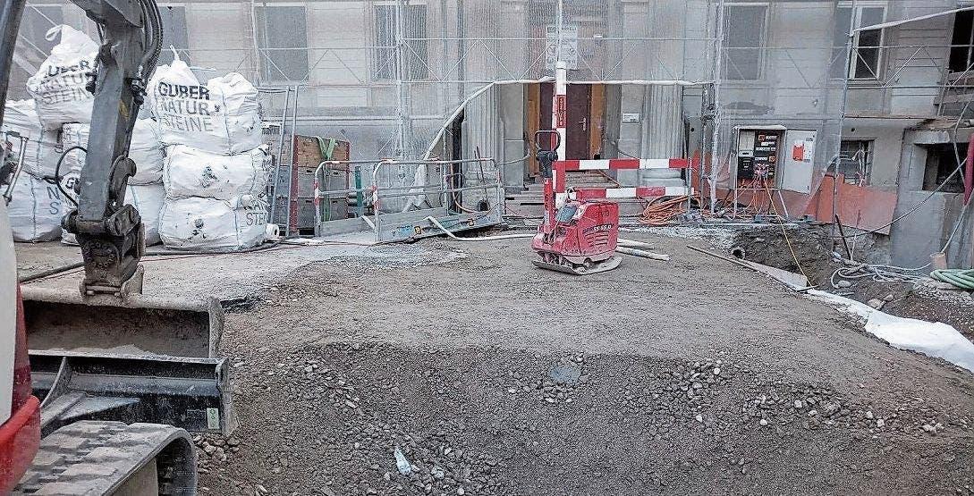Das Becken beim nahe des Eingangs des ehemaligen Bäderhotels Verenahof wurde wieder zugeschüttet.