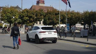 Noch immer missachten zu viele Autofahrer das Fahrverbot bei der Bahnhofstrasse. (Bild: Dominik Wunderli (Luzern, 30. September 2020))