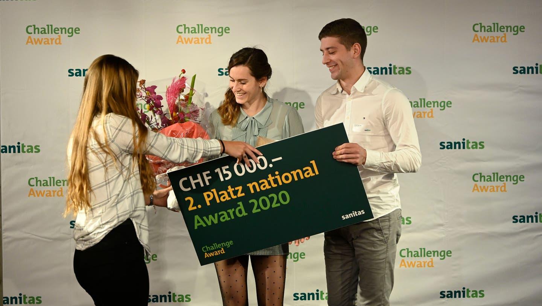 Dimitri Isenring und Annika Schöni, Gründer und Hauptleitungsmitglied der Rock-Academy, freuen sich über den zweiten Platz. ((Bild: PD))
