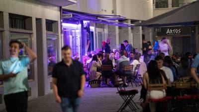 Im Rahmen des Pilotprojekts «Mediterrane Nächte» sollen Gartenbeizen in der Stadt St.Gallen ab Sommer 2021 Gesuche für längere Öffnungszeiten an Wochenenden stellen können. (Bild: Ralph Ribi)