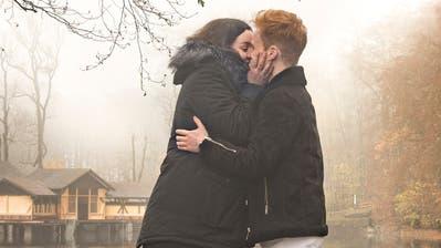 Das beste Mittel gegen Corona-Blues während des Lockdowns: Liebe. Fanden auch Lynn Rissi und Yannick Buschor - und damit zueinander. (Bild: Arthur Gamsa(St. Gallen, 4. November 2020))