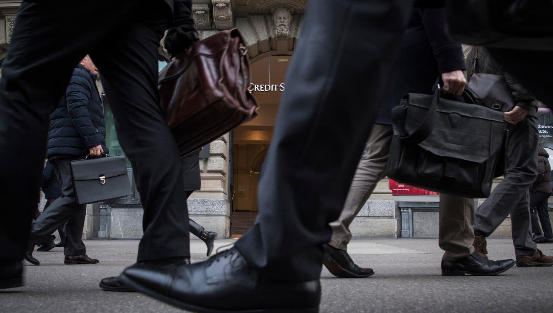 Ein dunkler Anzug garantiert keine weisse Weste. (Bild: key/Ennio Leanza)