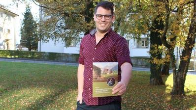 Elias Bricker hat ein Buch über Peter a Pro geschrieben. Dessen Stiftung hilft seit 440 Jahren bedürftigen Kindern in Uri. (Markus Zwyssig (Altdorf, 6. 11. 2020))