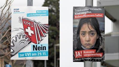 Plakate gegen und für die Unternehmensverantwortungs-Initiative, die am 29. November an die Urne kommt. (Bilder: Florian Arnold (7. November 2020))