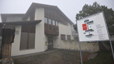 Das Schulhaus in Emmetten: Noch ist der Schulrat dafür zuständig. (Bild: Urs Hanhart (7. November 2020))