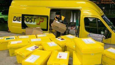 In der Vorweihnachtszeit haben die Post-Angestellten besonders viel zu tun. (Sandra Ardizzone / LTA)