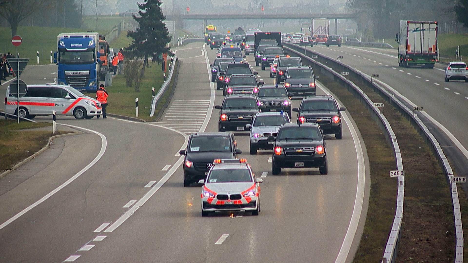 22. Januar: Bewachte Brücken, gesperrte Autobahneinfahrten: Nach seinem WEF-Auftritt fährt US-Präsident Donald Trump über die Ostschweiz (im Bild der Rastplatz Hexentobel bei Wängi) nach Zürich. Sein Auto-Konvoi besteht aus über 30 Fahrzeugen.