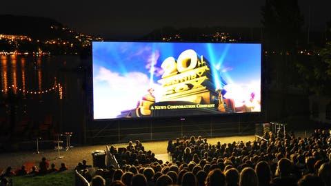 Zuschauer am Open Air Kino Luzern. Fotografiert am 20. August 2010 in Luzern.(NeueLZ/Maria Schmid)Alpenquai, Avatar, 3D (Maria Schmid  (neue Lz) / Neue Luzerner Zeitung)