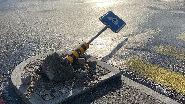 Der Verkehrsteiler in Basel an der St. Jakobs Strasse 200. (Bild: Polizei)