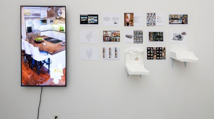 """Tobias Maurer (*1996),I Have Found My Dream Home, 2019. Video, Full HD, 16:9, Farbe/Ton, 4'49"""", 15-teilig, Digitaldruck, Hartschaum, weiss lackiert, Masse variabel (René Rötheli/Aargauer Kunsthaus)"""