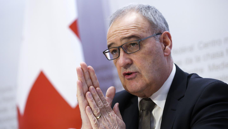 Der neue Bundespräsident und Wirtschaftsminister Guy Parmelin unterzeichnete das Abkommen für die Schweiz. (Bild: KEYSTONE)