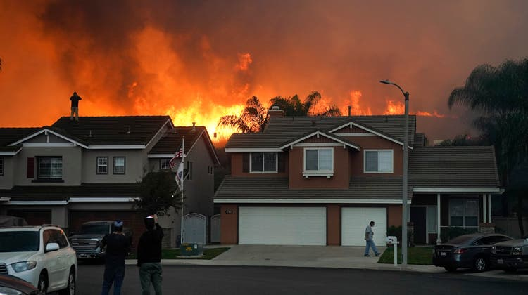 Waldbrände, wie hier in Kalifornien, trieben 2020 die Kosten der Versicherungsbranche in die Höhe. (Keystone)