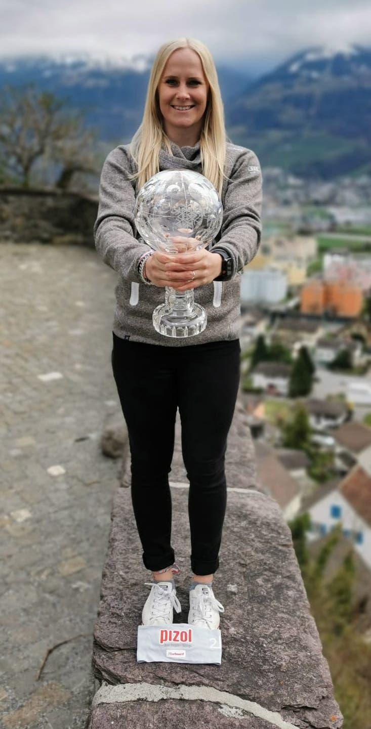 9. März: Vorzeitiges Ende der Weltcupsaison im Alpin-Snowboard. Die Wartauerin Julie Zogg sichert sich den Gesamtsieg im Parallelslalom.