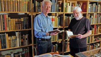 Die Autoren des neuen Fotobuches: Dieter Fey und Hans Rudolf Gabathuler. (Bild: Thomas Brack)