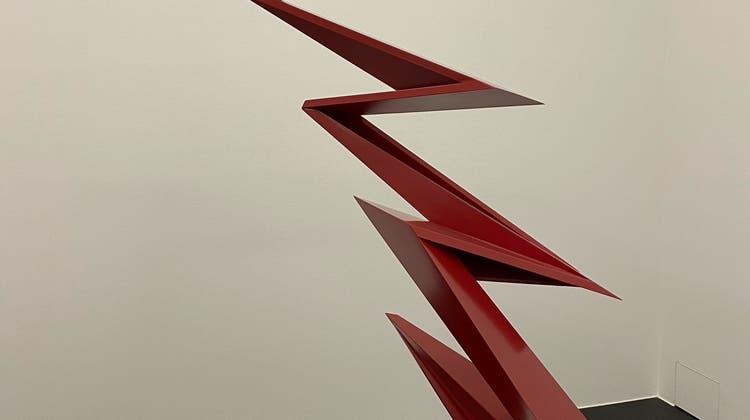 Beat Zoderer, Freistehender Zack. Lackfarbe auf Sperrholz, 133 x 120 x 90 cm. (Sabine Altorfer)