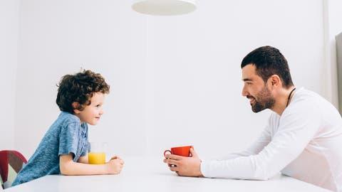 Manchmal muss der Vater mit dem Sohn zuerst über «Star Wars» reden, bevor er etwas über den Mathe-Test erfährt. (Bild: Getty)