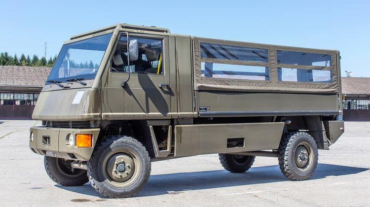 Erhält einen umweltfreundlicheren Motor: Der Mannaschaftstransporter Duro der Armee. (Keystone)