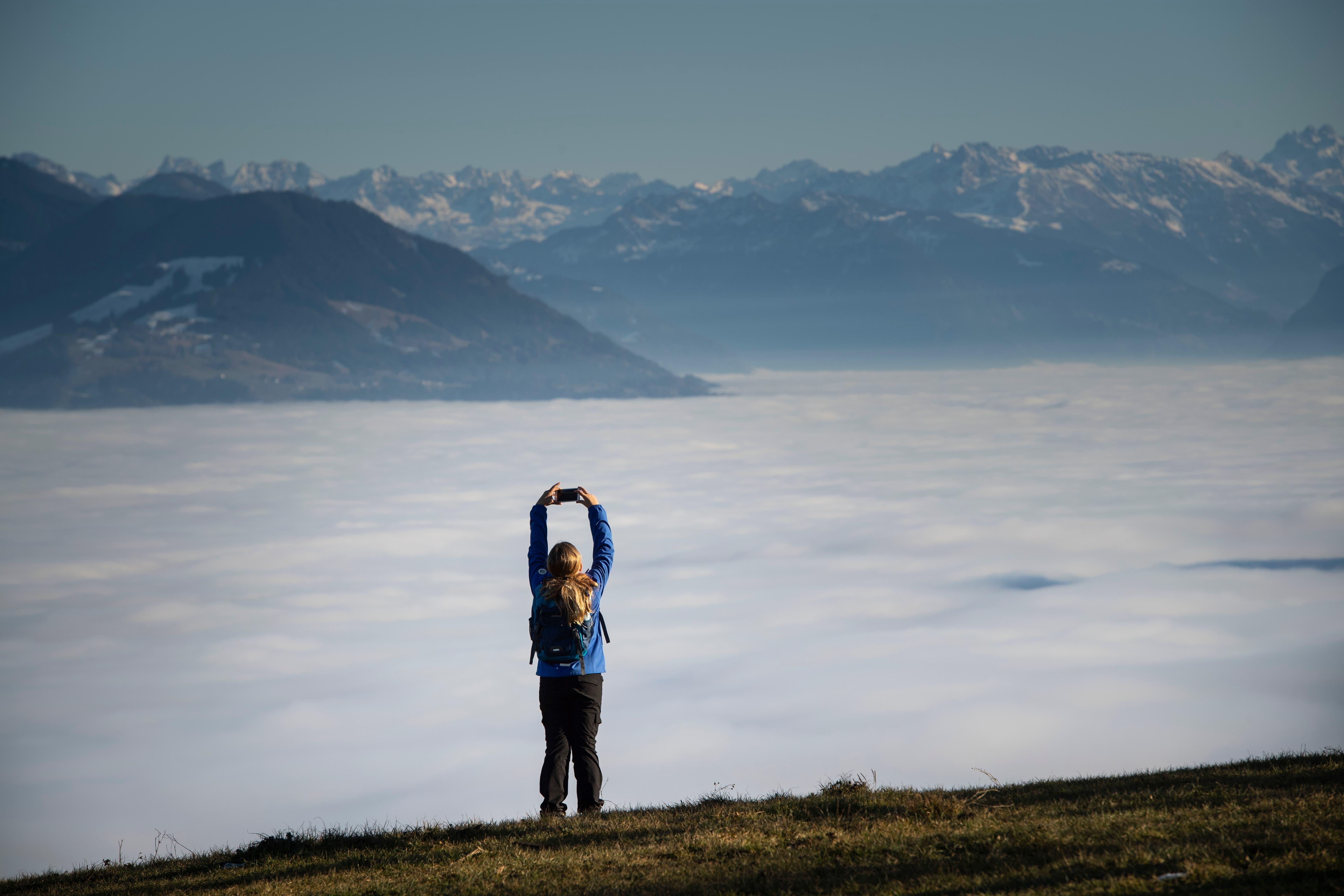 Dem Nebel entfliehen und die frische Luft und Sonnenstrahlen auf dem Hohen Hirschberg geniessen.