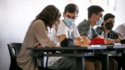 Bald nicht mehr im Klassenzimmer: Die Schülerinnen und Schüler ab Sekstufe II sollen nach den Weihnachtsferien zu Hause lernen. (Bild: Britta Gut)