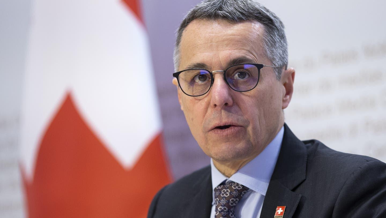 Aussenminister Ignazio Cassis erläutert am Freitag in Bern die neuen Sponsoringregeln und die künftigen Ziele der Landeskommunikation. (Peter Klaunzer / Keystone)