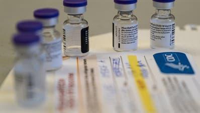 In den nächsten Tagen wird in der Schweiz mit der Impfung begonnen, teilte Gesundheitsminister Alain Berset in einer Videobotschaft mit. (Keystone)