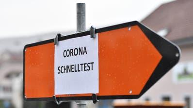 Die Schnelltests sind da, bei den Corona-Impfungen ist jedoch Geduld gefragt, auch wenn sie demnächst begonnen werden. (Bruno Kissling)