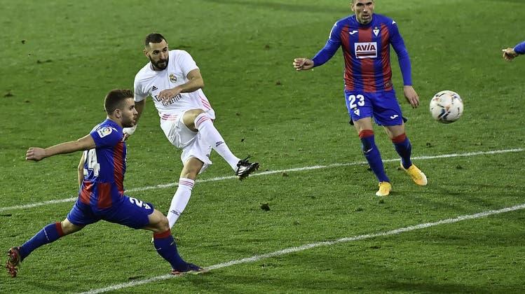 Reals Karim Benzema stellte die Weichen gegen Eibarmit seinem Treffer früh auf Sieg. (Bild: Keystone)