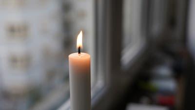 Mit Kerzenlicht wollen sich Buochserinnen und Buochser gute Gedanken schicken. (Bild: PD)