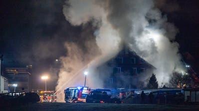 Eine Hausbewohnerin musste evakuiert werden. (Leserreporter: Yannick Blattner)