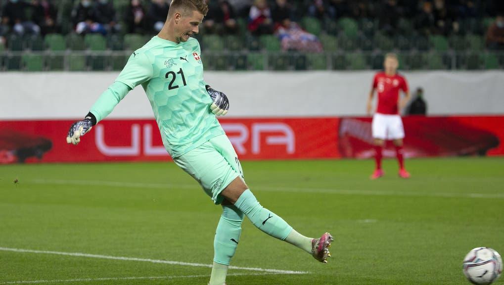 Der 26-jährige Omlin kassiert in Brest zwei Gegentore. Trotzdem ist sein Verein weiter oben mit dabei. (Bild: Keystone)