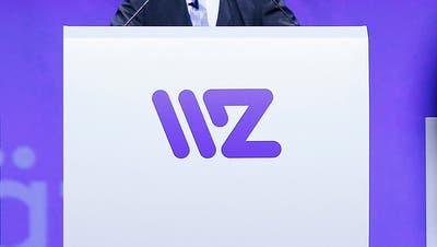 Generalversammlung WWZ: Die Aktionäre hören die Ausführungen des Verwaltungsrat der Wasserwerke Zug in der Bossard Arena.Im Bild: Heinz M. Buhofer (Bild: Stefan Kaiser, Zug, 02. Mai 2019) (Stefan Kaiser/ Zuger Zeitung)
