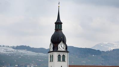 Der Kirchenturm von Buochs fotografiert am 27. Februar 2018. Kirche, Glocken (Corinne Glanzmann (neue Nz) / Neue Luzerner Zeitung)